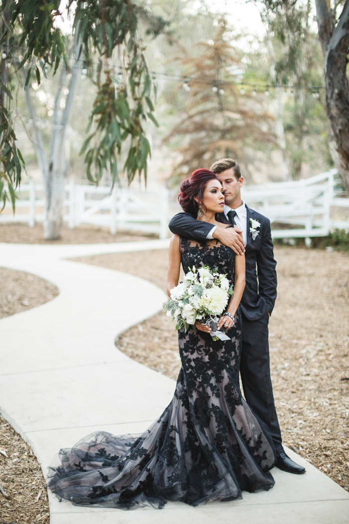 Halloween Wedding | Analisa Joy Photography | as seen on TodaysBride.com