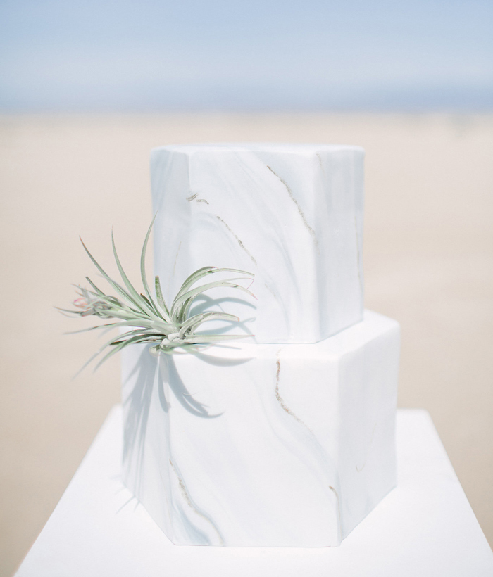 Minimalist Wedding | Frost It Cupcakery | As seen on TodaysBride.com