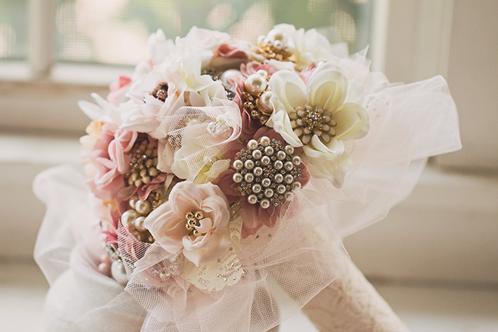 Amanda & Shawn - The Sweetest Day | Oh Snap! Photography | Real Wedding As seen on TodaysBride.com | Real ohio wedding, blush and gold wedding, wedding photography, blush and gold wedding color pallet bridal brooch bouquet