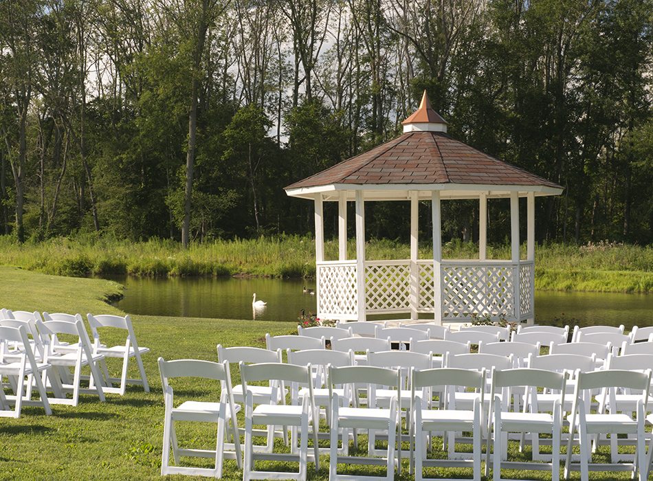 Waters Edge Vineyard | As Seen On TodaysBride.com