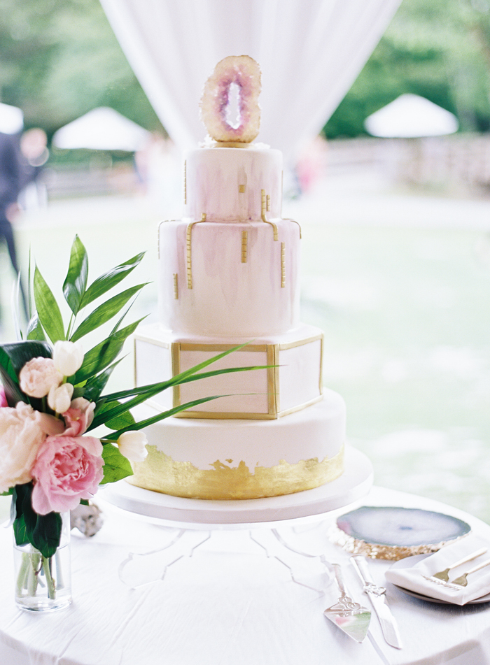 Wedding Cake | Allison Kuhn Photography | as seen on TodaysBride.com