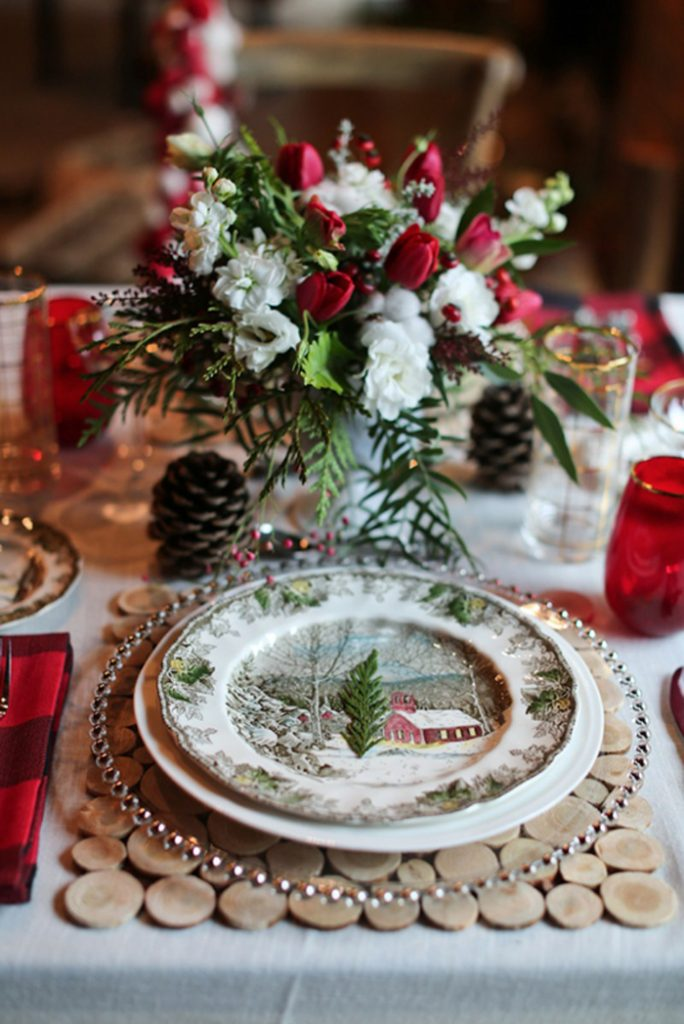 Christmas Wedding | Lindsay Skeans Photography | As seen on TodaysBride.com