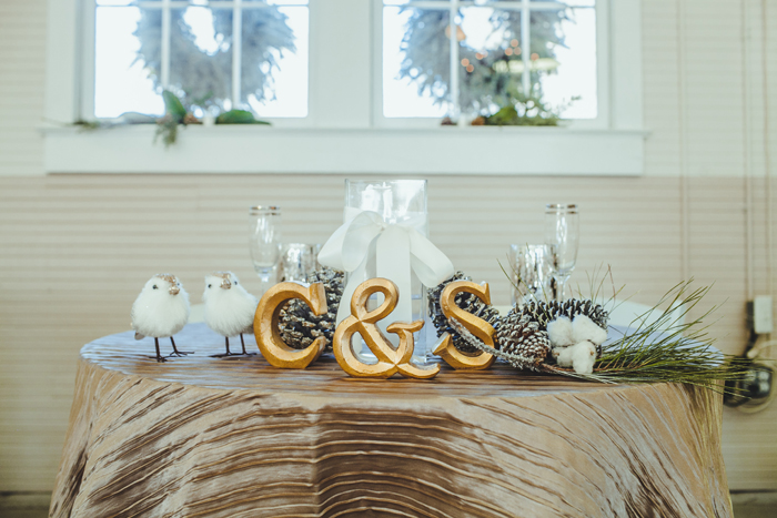 Christmas Wedding | Teale Photography | As seen on TodaysBride.com