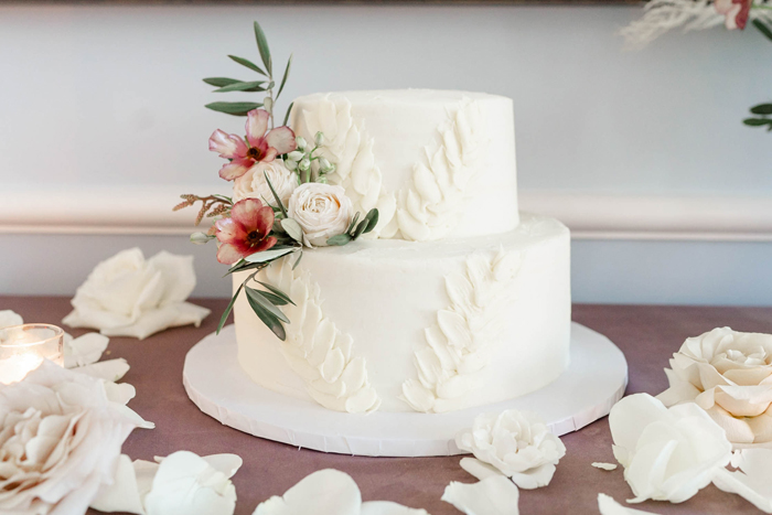 Cake Trends | Danielle Harris Photography | As seen on TodaysBride.com
