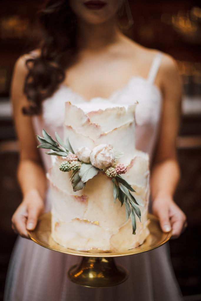 Cake Trends | Just Iced & J Wells Photography | As seen on TodaysBride.com