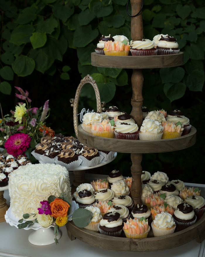 Cupcakes | OH Snap! Photography | As seen on TodaysBride.com
