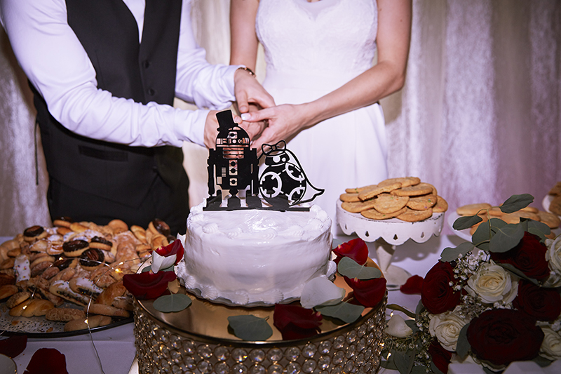 Cutting the Cake | Stephany Perea | As seen on TodaysBride.com